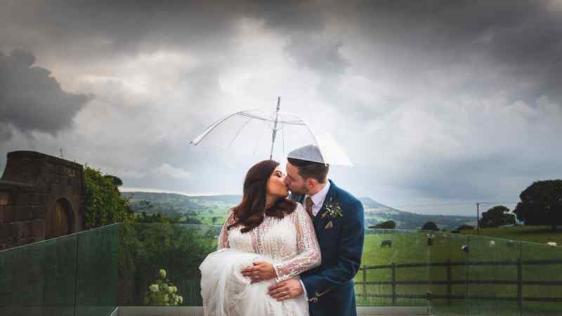 hearten house farm  Jon Thorne wedding photography wedding photo